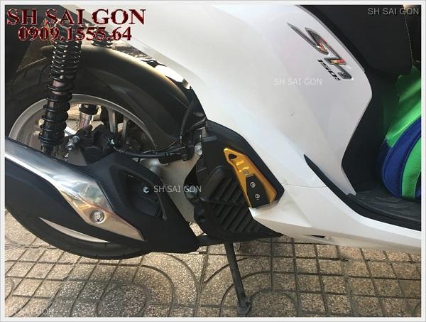 Photo gác chân Biker nhôm nguyên khối cực cool cho xe SH 2017 giá cạnh tranh chính hãng ở Sài Gòn